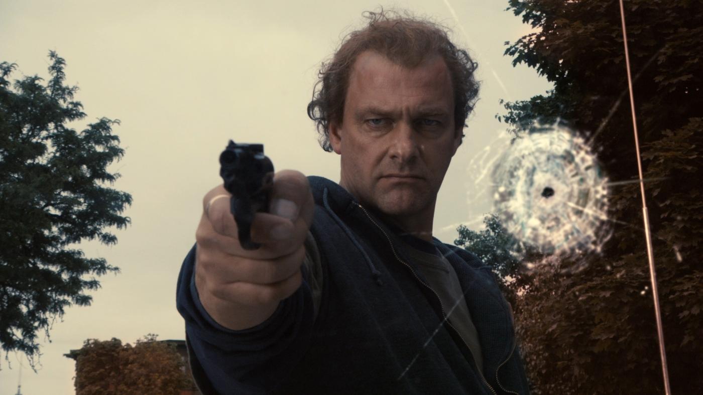 kill the irishman pointing gun